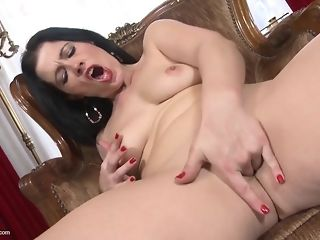 Humpual-Addicted dark-haired mother deepthroats Jumbo impale swell out fucktoy best porn