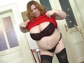 Mature blonde BBW Aretha plays with a dildo in her shaved pussy