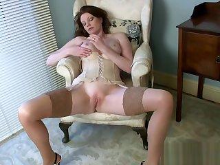 Big tits Milf Holly Kiss Wants To Fuck Sweet Teen Stepson