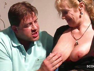 Horny beefy dude wants big boobs of raunchy mature slut