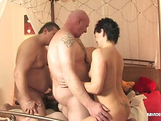 Mature sluts fingered and give blowjobs in a foursome