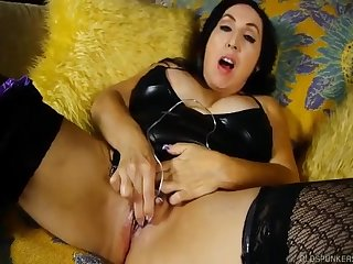 Coquettish Spunker Talks Dirty And Fucks Her Hoochie-Coochie - (HUU)