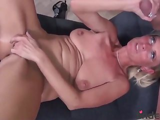 hot housewife with melons taste her new roommate - amateur love making