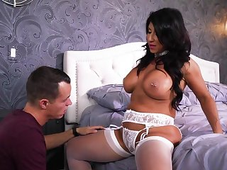 Mommy loves the young inches in her mature vagina