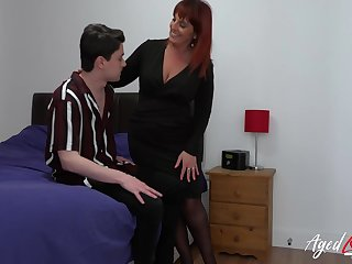 Fast hardcore fuck of mature woman and youngster handsome guy